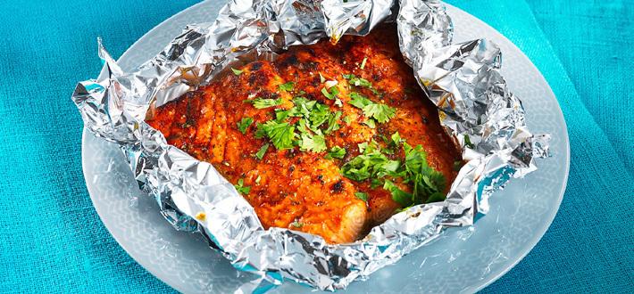 Uunilohi currymarinadissa