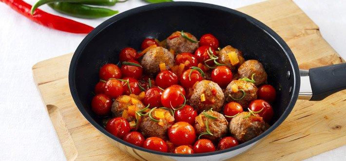 Lammaspyörykät tulisessa tomaattikastikkeessa